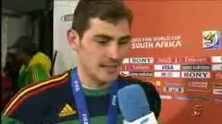 IKER CASILLAS kiss Reporter