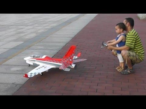 Máy bay đồ chơi tốc độ âm thanh của dân chơi ả rập