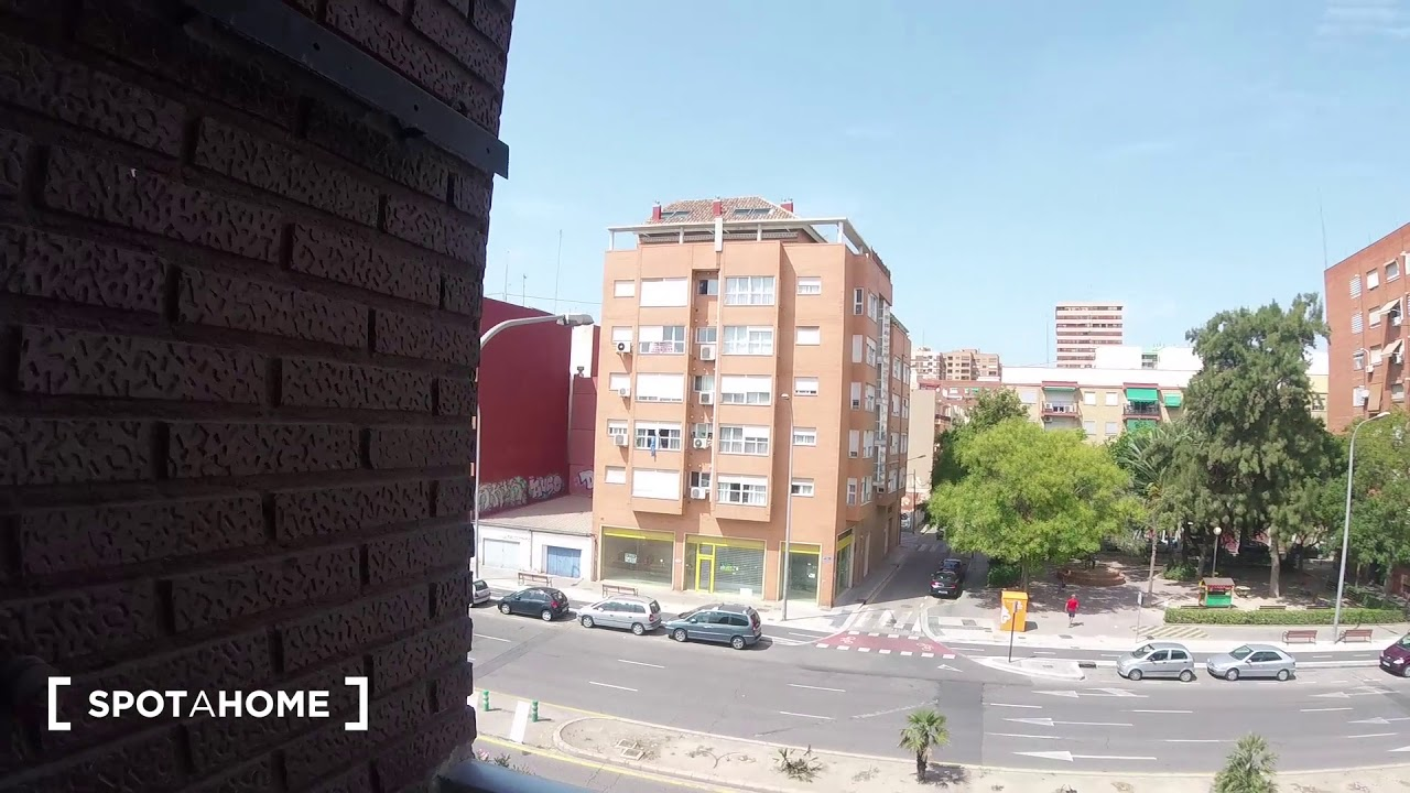 Rooms for rent in 4-bedroom, 2-bathroom apartment with balcony in Poblats Marítims