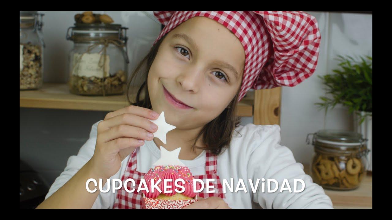 Cupcakes de Navidad con Frosting de Fresa | Niños haciendo Cupcakes | Cupcakes de Niños