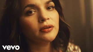 <b>Norah Jones</b>  Carry On