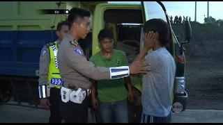 Demi Kabur Dari Polisi Pelaku Balap Liar Ini Tabrak Supir Truk  86