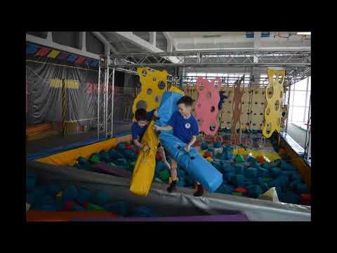 Спортсмены спортивного клуба Мангуст в батутном центре Fly Park