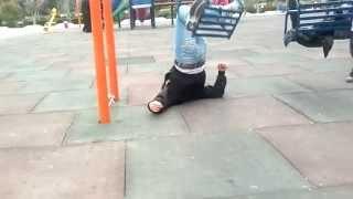 preview picture of video '(very funny)خنده دار افتادن از تاب در پارک نوشیروانی بابل'