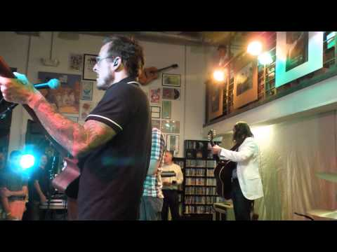 "WEEZER PERFORM ""DAVINCI"" LIVE AT FINGERPRINTS RECORDS - 10/8/2014"