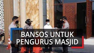 Pengurus Masjid di Bogor Diberi Bantuan Beras oleh Polisi