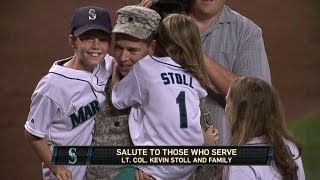Soldier surprises wife and kids in Seattle