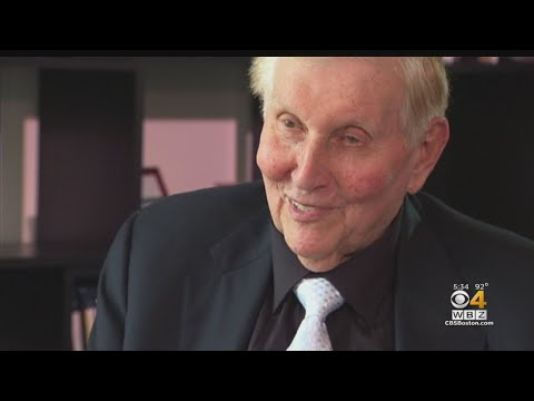 Sumner Redstone, Former Executive Chairman Of CBS And Viacom, Dies At 97