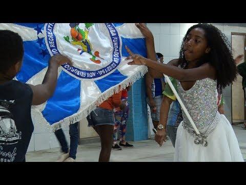 Alunos do Samba: integração entre a velha guarda e a nova geração