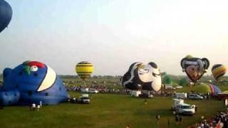 preview picture of video 'Festival des Montgolfières 2009, St-Jean sur Richelieu - Envolée finale sur le site du festival!'