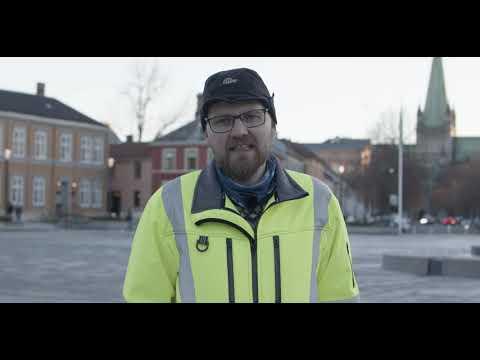 Edvard Sivertsen forteller om nye overvannsløsninger for Trondheim Torg. Løsningene er utviklet i prosjektet Klima2050.