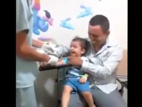 Veja oque este enfermeiro fez com uma criança para tirar sangue para exames