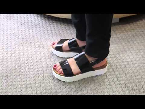 Sandalia Dekaye negra charol en Dino Zapatos