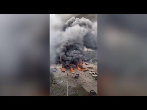 Tragiškos SND gabenančio sunkvežimio sprogimo Kinijoje pasekmės. Dešimtys aukų ir sugriauti pastatai