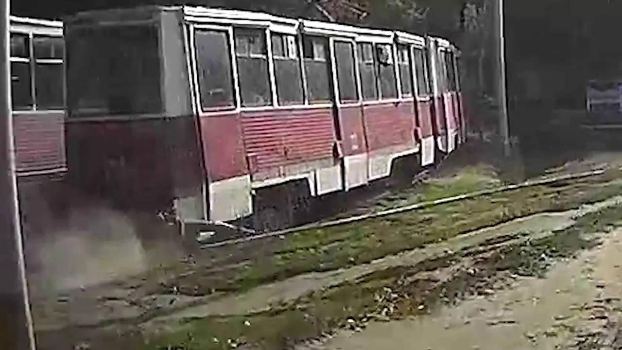 В Саратове трамвай протащил по земеле несколько сотен метров зажатого дверьми пассажира