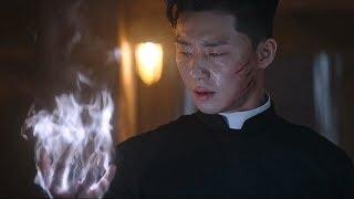 男子手心无故出现伤口 且无法愈合,原来是能冒火的驱魔利器 ,韩国奇幻片
