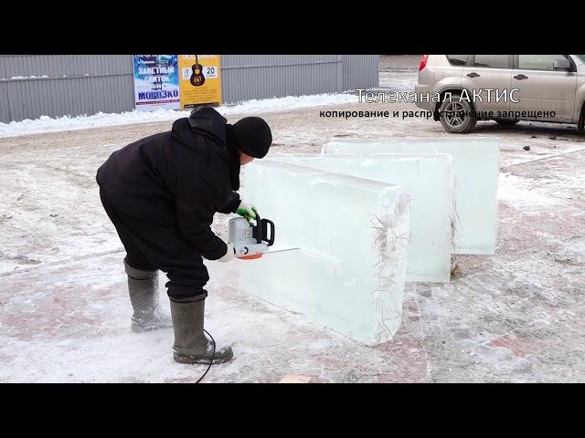 В Ангарске возводят ледяной городок