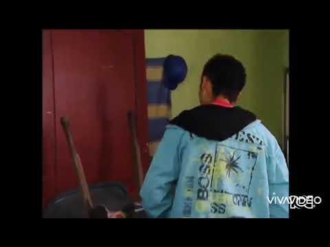 Carlos le confiesa a Vicente que se acostó con la profesora Luisa | A mano limpia