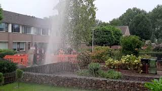 (video) Waterleiding gesprongen in Waalwijk