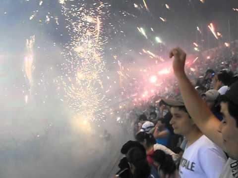 """""""IMPRESIONANTE RECIBIMIENTO BLOOMING VS U catolica"""" Barra: Los Chiflados • Club: Blooming"""