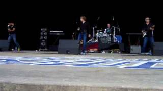 ADAM GREGORY SINGING GET IT WHILE THE GETTINGS GOOD 7-19-09(short)