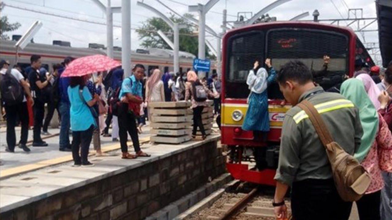 Video Penumpang di Stasiun Kranji Panjat KRL demi Pindah Peron, PT KCI Beri Penjelasan
