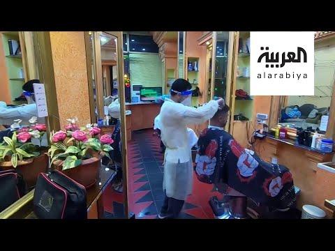 العرب اليوم - شاهد: صالونات الشعر تفتح أبوابها في السعودية من جديد