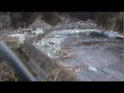 Japanese fishing village destroyed by tsunami. A terrifying perspective.
