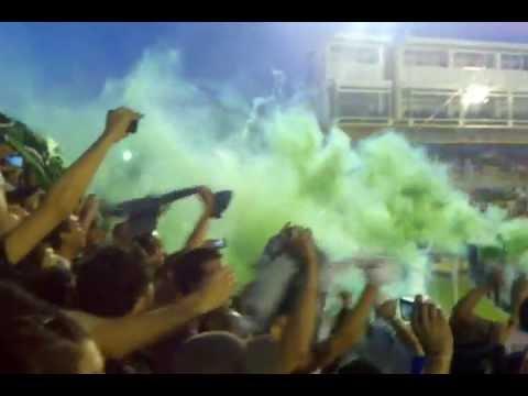 """""""chicago haciendo fiesta en bahia blanca"""" Barra: Los Pibes de Chicago • Club: Nueva Chicago • País: Argentina"""