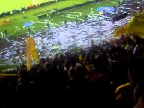 """""""Revolución Vinotinto Sur en la Final (Ida 15-12-2010)"""" Barra: Revolución Vinotinto Sur • Club: Tolima"""
