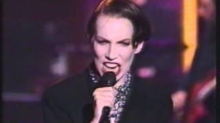 Annie Lennox -  Walking On Broken Glass ( MTV Live Arsenio Hall 1/3/92)