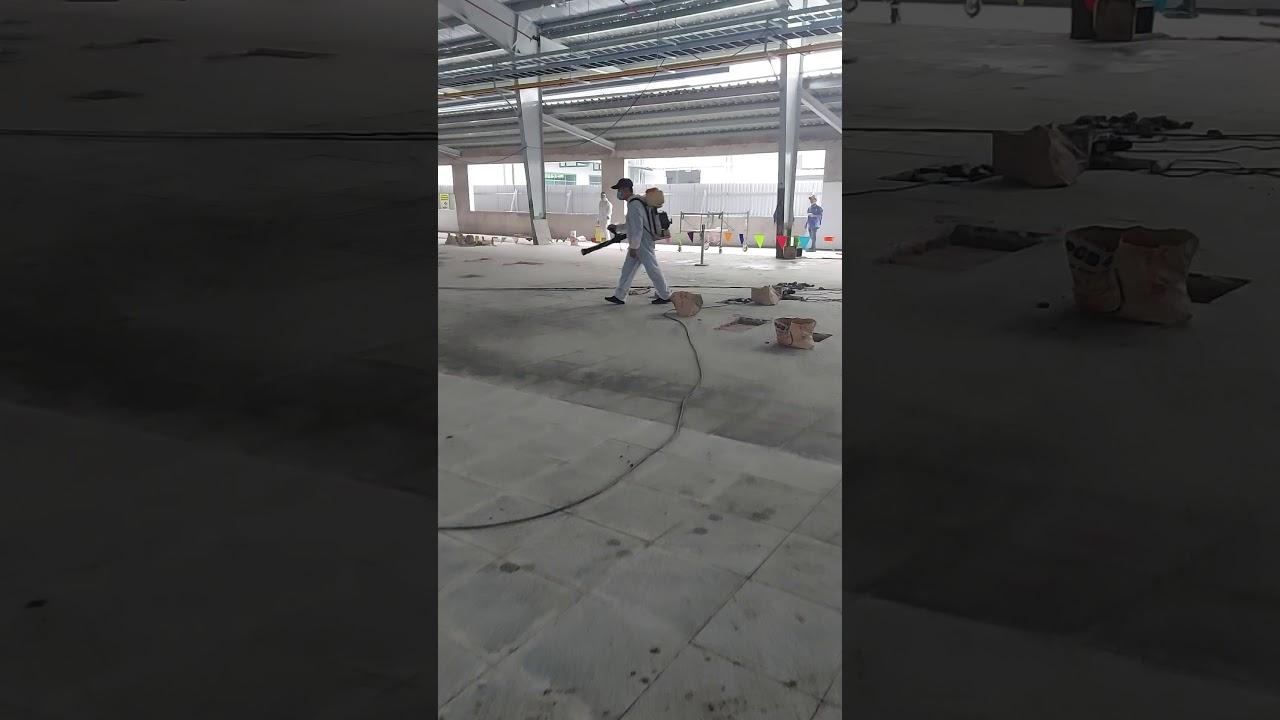 Phun khử khuẩn dập dịch sốt siêu vi tại công trường xây dựng