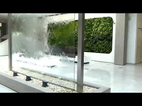 VIP Wasserwand Glas 550cm hoch