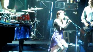 Sleep to Dream (live) - Fiona Apple