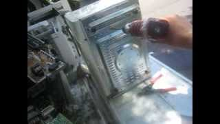 How to take out a transformer from a microwave - Hit n Run Scrapping