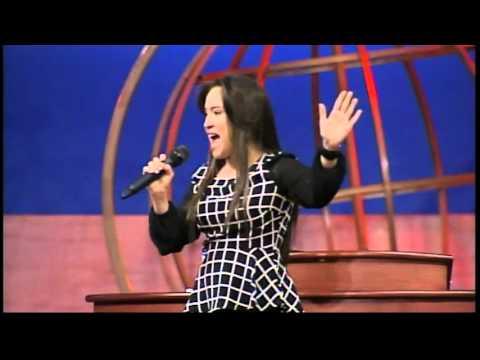 "Kathy Joanne ""Yo Quiero Mas"" (Live)"