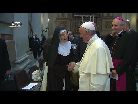 Rencontre avec le Clergé dans la Cathédrale Saint-Pierre de Bologne, Italie.