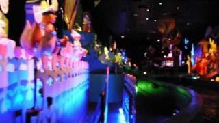 Video : China : Hong Kong 香港 DisneyLand boat ride