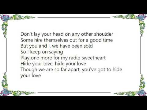 , title : 'Elvis Costello - Radio Sweetheart Live Lyrics'