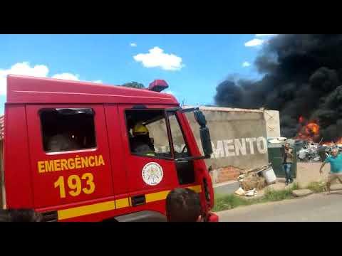 Incêndio de grandes proporções na Vila da Paz, zona Sul de Teresina