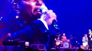 Rolling Stones with Aaron Neville perform Under the Boardwalk in Philadelphia