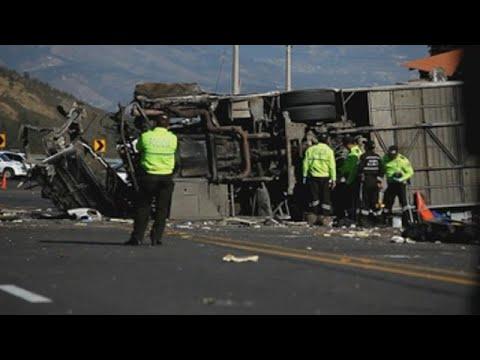 Muertos en accidente de autobús en Ecuador eran venezolanos y colombianos