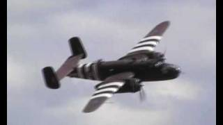preview picture of video 'B-25 Grumpy at Duxford Spring 09'