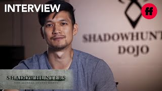Shadowhunters  - Halloween Interview: How To Dress Up As Magnus Bane