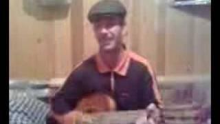 Узбек поёт.