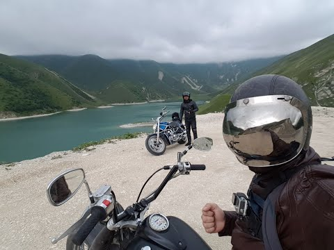 На горной дороге в Чечне мотоциклист упал на повороте