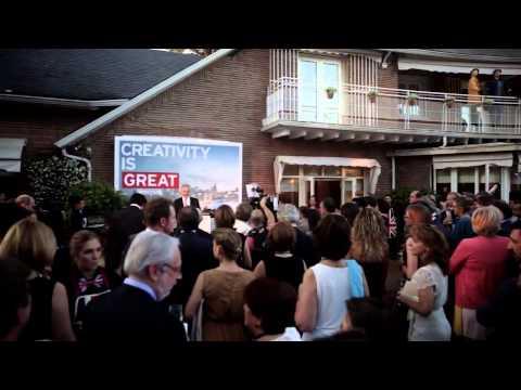 Fiesta embajada britanica
