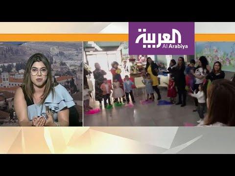 العرب اليوم - شاهد: معلمة موسيقى تُعلِّم الألحان العربية بلغة الإشارة