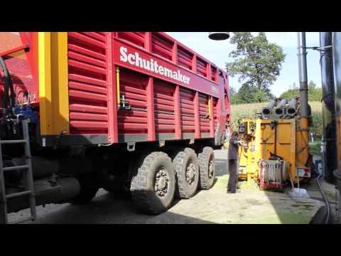 1400m3 Hochsilo mit Mais befüllen ( Prototypgebläse )