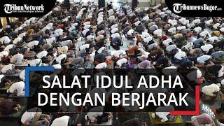 Suasana Salat Idul Adha 2020 di Masjid Agung Baitul Faidzin Bogor, Jaga Jarak dan Tak Ada Salaman